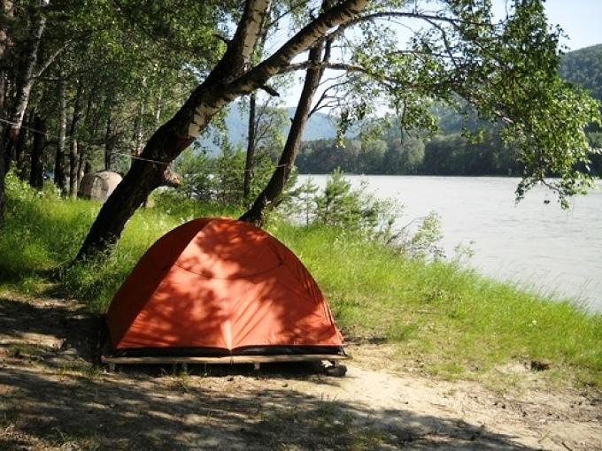 палатка и река