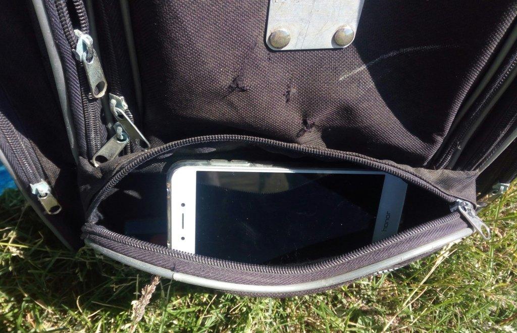 телефон в рюкзаке