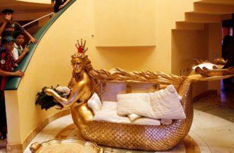 Золотая мебель в доме