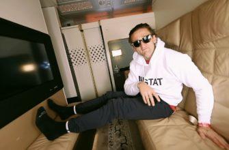 Блогер в самолете