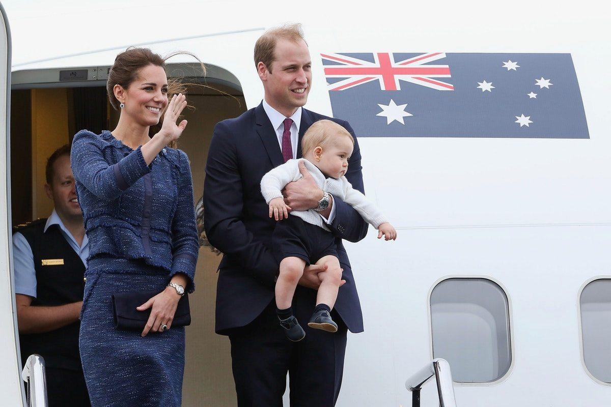 Принц Джордж с родителями