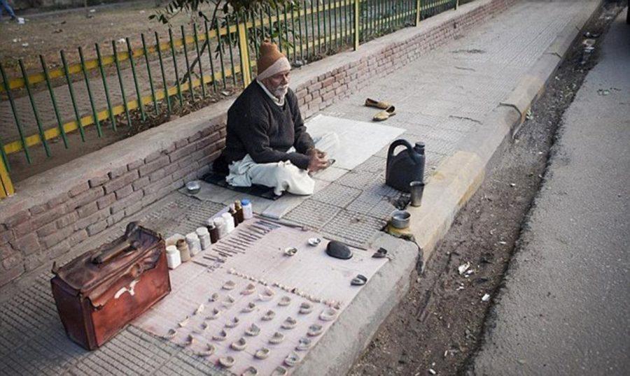 Уличный стоматолог в Индии
