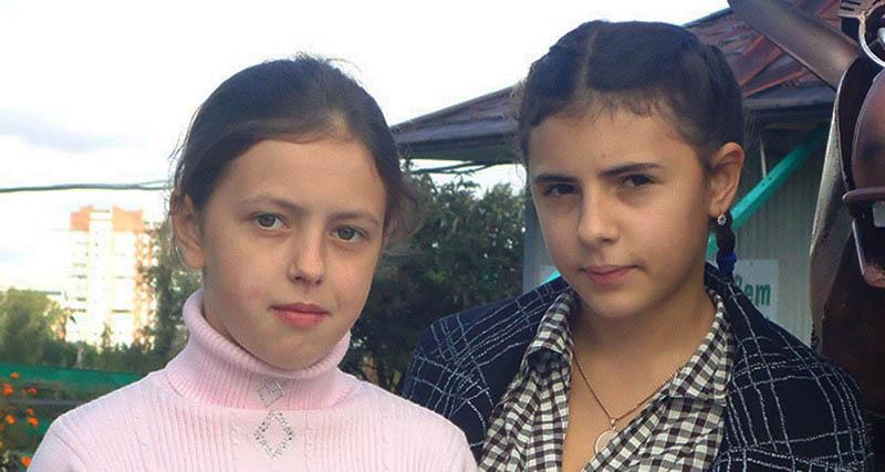 Их перепутали в роддоме Копейска 22 года назад. Как сейчас живут девочки?