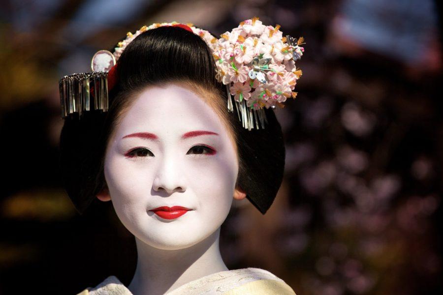 Белое лицо японки