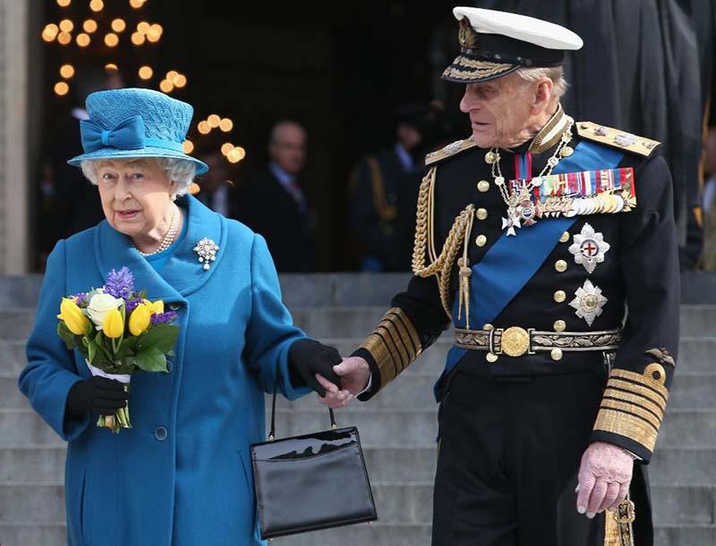 принцу Филиппу удалось преподнести своей супруге традиционный подарок — букет прекрасных цветов