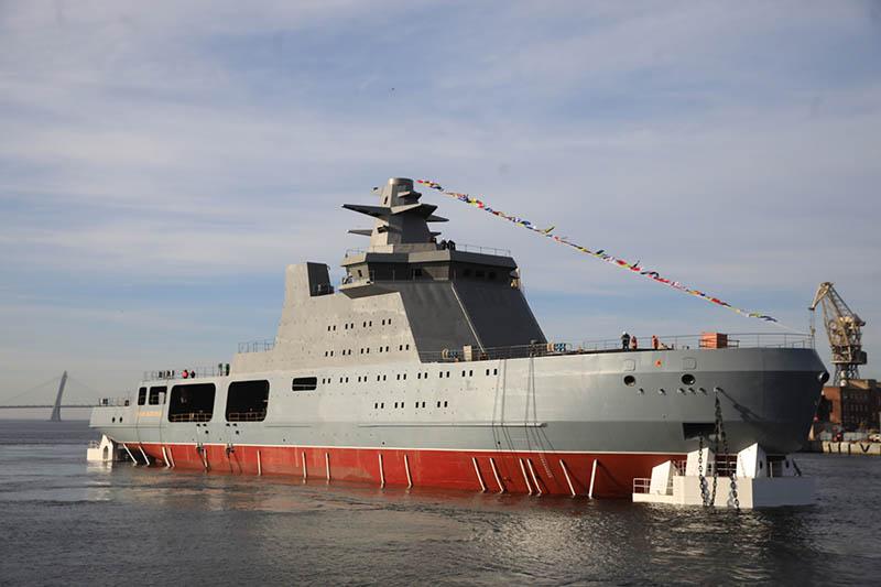 О корабле англичане говорят как об одушевленном предмете и употребляют глагол «идет» — «to go to the sea».