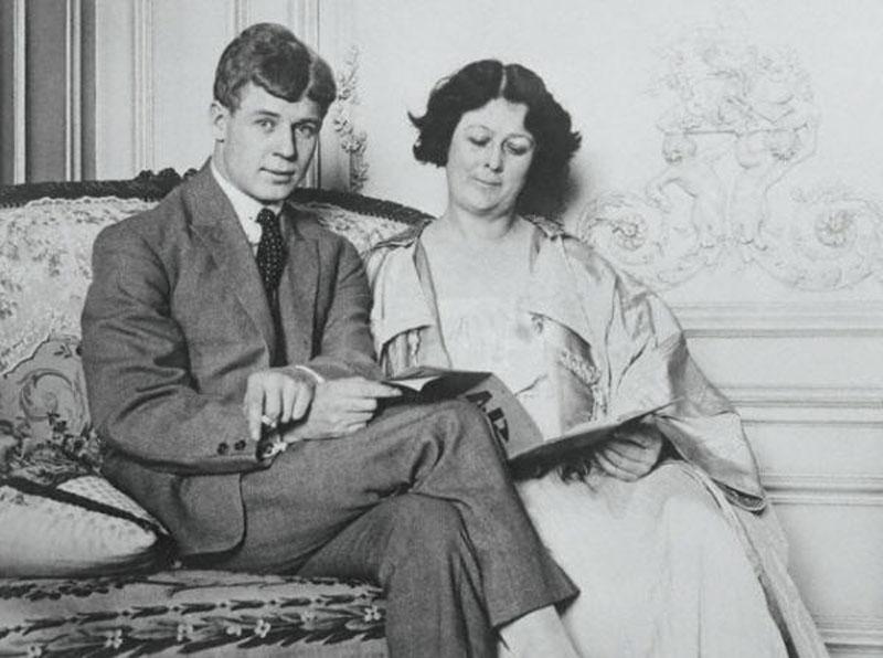 За свою жизнь Айседора Дункан официально была замужем всего раз — за поэтом Сергеем Есениным.