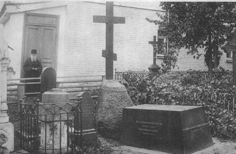 Гоголь на кладбище Свято-Данилова монастыря