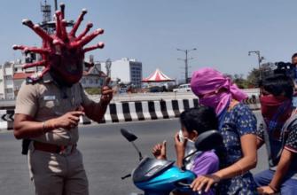 Полицейский в костюме коронавируса