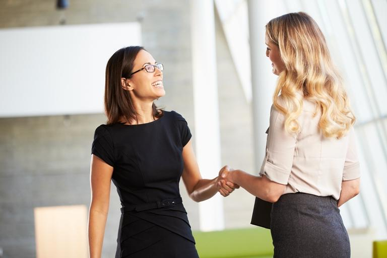 Рукопожатие у женщин