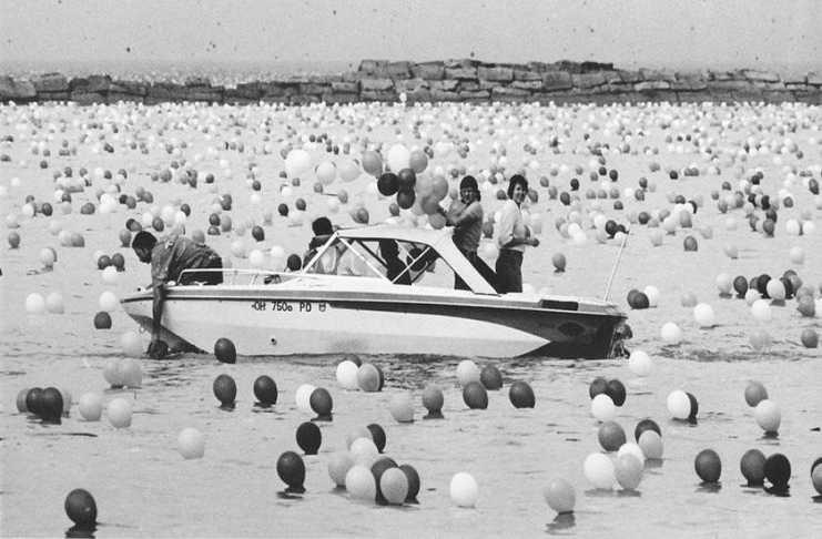 Воздушные шары на воде