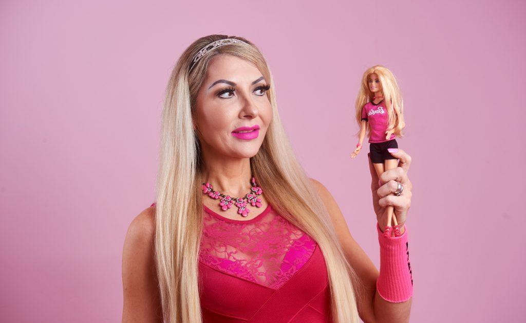 Живая Барби