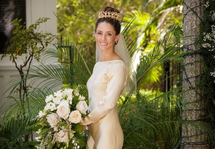 Пилар в свадебном платье
