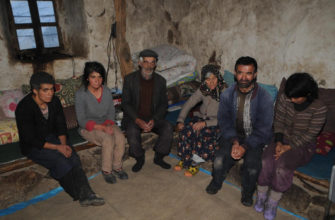 Семья отшельников в горах