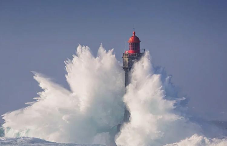 Шторм на маяке