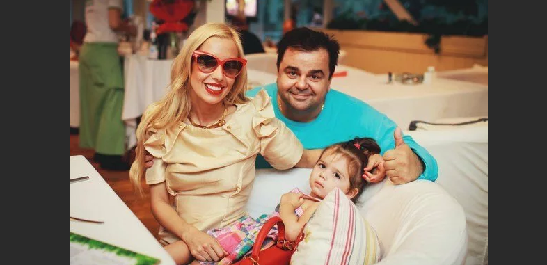 Сергей Рост с женой и дочкой