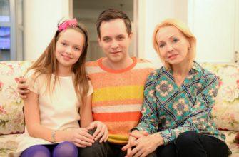 Александр Асташенок с семьей